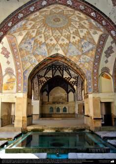 Arquitectura islámica- Una vista parcial del Jardín Fin o Bagh-e Fin-Kashan-Irán. Es un jardín persa histórico - 221