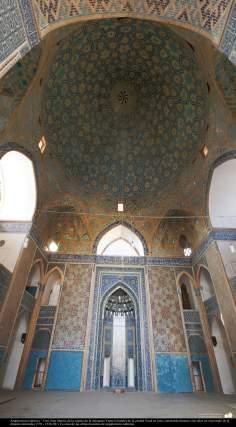 Исламская архитектура - Внуиренний фасад купола мечети Джами - В городе Йезда - Иран - 400