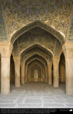 Arquitectura islámica- una vista interna de la Mezquita Wakil (o Vakil) en Shiraz, Irán, construida entre 1751 y 1773 - (13)