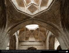 Arquitectura islámica- Una vista interna de la mezquita Yame (Jame) de Isfahán-Irán, Construida y renovada desde 771 hasta ya - 6