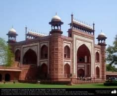 Porta de acesso ao Taj Mahal e sua bela arquitetura e decoração - Agra - India
