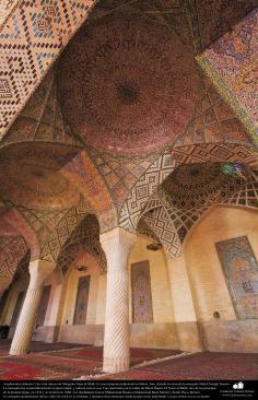 Architecture islamique. Une vue interne de la mosquée Nasir al-Mulk dans la ville de Shiraz en Iran. La construction a été achevée en 1888- (7)
