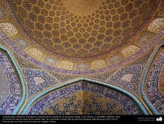 Architecture islamique, une vue de motif de carrelage historique de la mosquée Cheikh Lotfollah à Esphahan en Iran - 12