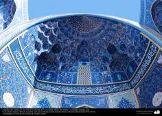 Arquitectura islámica- Una vista de la entrada de la mezquita Sheij Lotfollah-Isfahán - 100