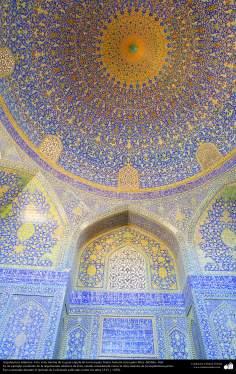 Architecture islamique, une vue interne de la coupole de la mosquée Imam Khomein (Mosquée de Shah Esphahan). Iran - 66