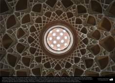 Arquitectura islámica- Vista de un cielorraso de Khane-ye Boruyerdiha o Casa Borujerdis que es una casa histórica en Kashan - 236