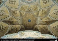 Architecture islamique, une briève vue interne de la coupole de la grande mosquée de la ville d'Esphahan- (3)