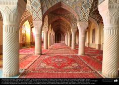 Architecture islamique, une vue de la mosquée Nasir Al-malik dans la ville de Shiraz terminée en 1888