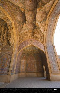 Architecture islámica- Une vue partielle interne de Nasir al-Mulk mosquée de Shiraz, en Iran. Il a été achevé en 1888 - (4)