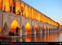 Arquitectura islámica - Si-o-se Pol «puente de los treinta y tres arcos») en Isfahán - 34