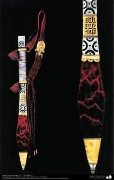 أدوات قديمة من الحرب ودیکور - السيف الملون - السودان - 1312