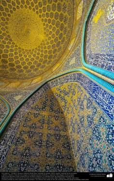 Architettura islamica-Vista di piastrelle utilizzate in pareti,soffitto,cupola e minareto per decorare moschee ed edifici nel mondo islamico-73