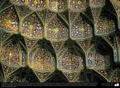 Architettura islamica-Vista di soffitto rivestito di piastrelle del santuario di Fatima Masuma-98