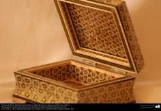 اسلامی ہنر - فن خاتم کاری سے ہاتھ سے سجایا ہوا باکس (ایک قسم کا مرصع جڑنا) ، ایران - ۸۵