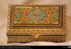 Persisches Kunsthandwerk - Kleine Boxen mit Verzierungen und ein Tisch in Khatam Kari- 3 - Islamische Kunst - Kunsthandwerk - Einlegearbeit und Dekoration von Objekten (Jatam Kari)