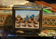 اسلامی ہنر - فن خاتم کاری سے ہاتھ سے سجایا ہوا باکس اور اس پر پینٹنگ (ایک قسم کا مرصع جڑنا) ، ایران - ۵۷