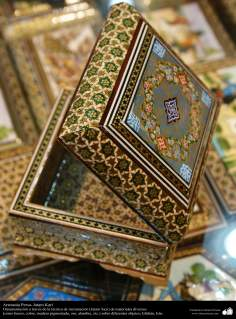 اسلامی ہنر - فن خاتم کاری سے ہاتھ سے سجایا ہوا باکس (ایک قسم کا مرصع جڑنا) ، ایران - ۷۲