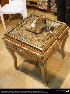 Artesanato Persa - Um exemplo dos diferentes objetos, onde podem se aplicar a técnica Khatam Kari (marchetaria e Ornamentação de objetos) Isfahan, Irã - 1
