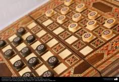 اسلامی ہنر - فن خاتم کاری سے ہاتھ سے سجایا ہوا بورڈ کھیل کا (ایک قسم کا مرصع جڑنا)، ایران - ۲۴