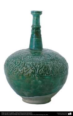 Botella con motivos vegetales – cerámica islámica- Irán del siglo XII dC.