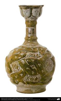Botella con relieves trenzados– cerámica islámica- Irán, Kashan – finales del siglo XII dC.