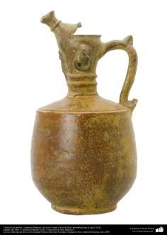 Cántaro con anillos– cerámica islámica- de Asia Central o Este de Irán- probablemente del siglo XI dC.