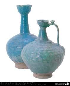 Cántaros azules con relieves geométricos– cerámica islámica –  Irán- siglo XII dC.