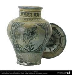 Cántaro y plato hondo con motivos vegetales; cerámica islámica, Siria –  siglo XIII dC. (44)