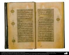 Caligrafía y ornamentación antigua del Corán; India, el siglo XVII dC. (7)
