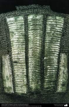Camisa de guerra, protegida y adornada con mallas (parte posterior)