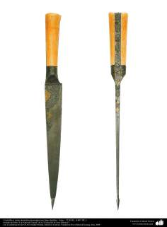 Cuchillos y otros utensilios decoradas con finos detalles – Irán – 1216 HL. (1801 DC.)