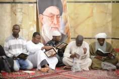 ポスター (聖なるコーランは、世界全国のための本です)