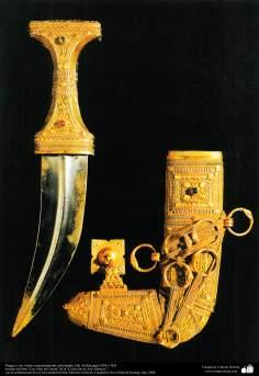 أدوات للحرب المستمرة - خنجر وغمد مزينة بالتحف - الجزيرة السعودية والتاسع عشر والعشرين