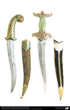 أدوات قديمة من الحرب وديكورات - سكين غمد والأثاث المنحوتة - القرن السابع عشر