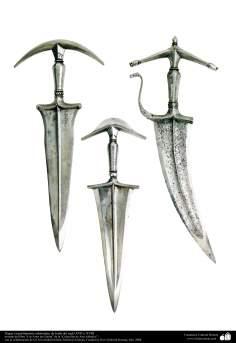 وسایل کهن جنگی و تزئینی - خنجر - هند  - قرن هفدهم و هجدهم