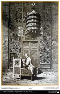 Arte y arquitectura islámica en pinturas - El Mausoleo del Sultán Barquq, la puerta de la tumba, El Cairo, Egipto, siglo XIV