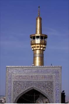 اسلامی معماری  - شہر مشہد میں امام رضا (ع) کے روضہ میں ٹائل سے سجا مینارہ , ایران