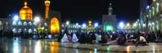 Architettura islamica-Vista del santuario di Imam Reza(P)-Mashhad in Iran-Preghiera e devozione dei pelleggrini durante la notte