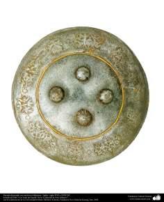 Gli antichi attrezzi bellici e decorativi-Scudo bellico con motivi in rilievo e ornamenti allo stile islamico-India-XVI o XVII secolo d.C