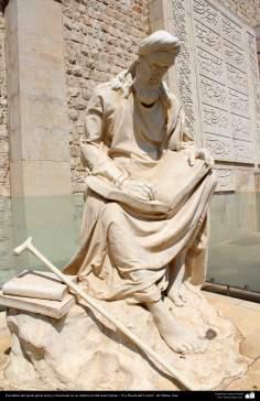 المعمارية الإسلامية - تمثال من الشاعر الفارسي خيام كرمانی - بوابة القرآن - شيراز - إيران - 4