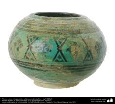 Florero con motivos geométricos; Cerámica islámica, Siria –  siglo XIII dC. (41)