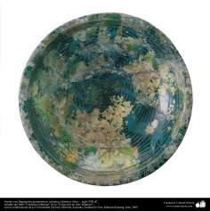 Fuente con fragmentos geométricos; cerámica islámica, Siria –  siglo XIII dC. (62)