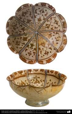 Cerâmica islâmica -Vasilha com temas simétricos e caligráficos, feita no Irã entre os séculos XII e XIII d.C