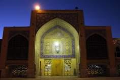 اسلامی معماری - مسجد کے دروازہ کا منظر اور کاشی کاری سے سجاوٹ ، ایران