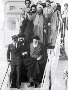 Triunfante Imam Khomeini retorna p casa depois de anos exilado na Fraça