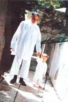 Imam Khomeini em um momento familiar