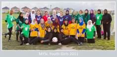 الفتيات المسلمات یعيشون و الرياضية مع الحجاب الإسلامي في أوروبا