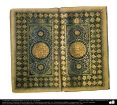 """الفن الإسلامي - تذهیب الفارسي الأسلوب """"گشایش"""" الافتتاح؛ (خطاطی و زینت للصفحات والنص للقرآن القدیمیة)"""