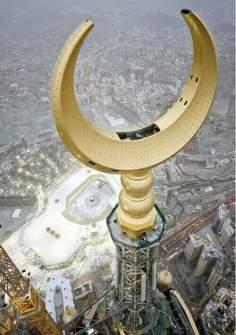 Meca; el alto minarete bajo la construcción