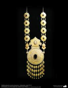 Medallón adornado con motivos decorativos – Turkmenistán – siglo XIX DC.